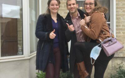 Un trio souriant qui a su trouver la sortie